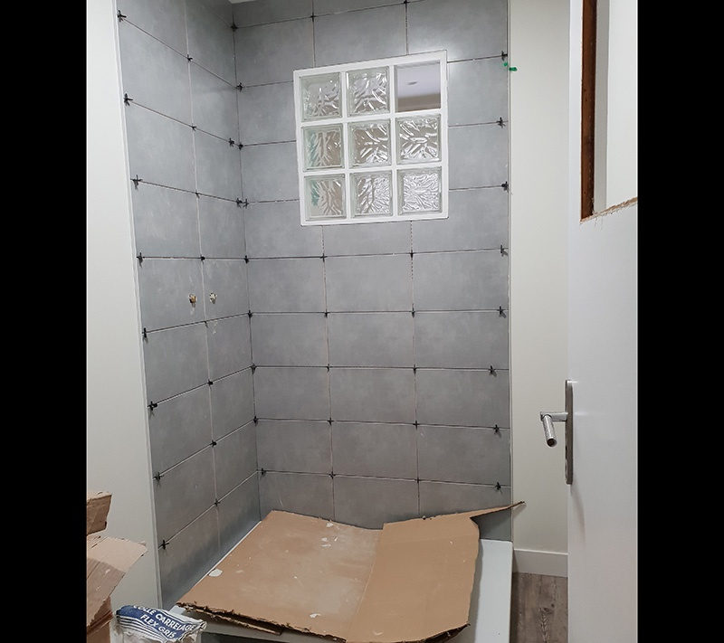 Rénovation salle de bains - PENDANT : carrelage + pose receveur